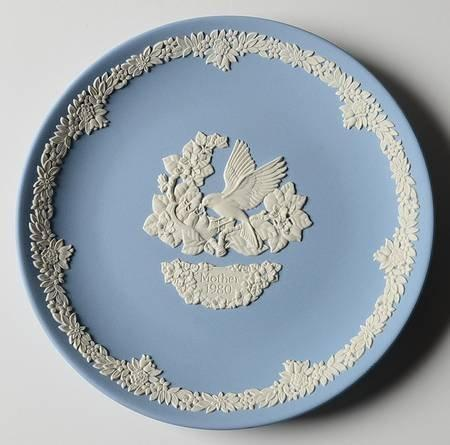 "Wedgewood blue Jasperware 6 inch Plate ""Mother 1980"" with a bird"