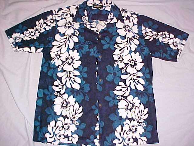 712ee2f2 Hawaiian Shirt Royal Creations Classic Design Hibiscus Pattern Size Medium  **PRICE REDUCED **