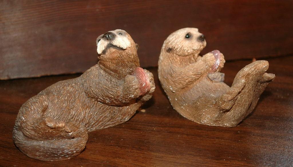 2 Otters Stone Critter Sculpture United Design Corp 1990