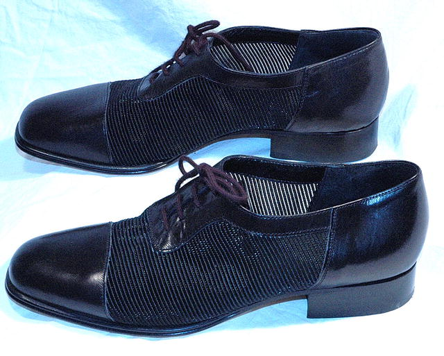 Ladies  Hand Made Italian Leather  Shoes Joan & David sz 38 Mesh sides Low Heal