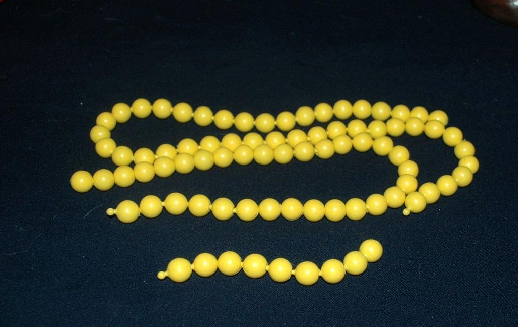 Vintage 50's Yellow Plastic Pop Beads 41.5