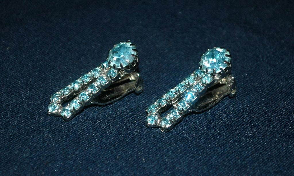 Darling Blue Crystal  Clip On Earrings vintage   Free Shipping