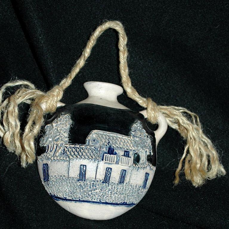 jardiniere Pottery Wall Pocket, Ethnic Folk Art  Bolivian