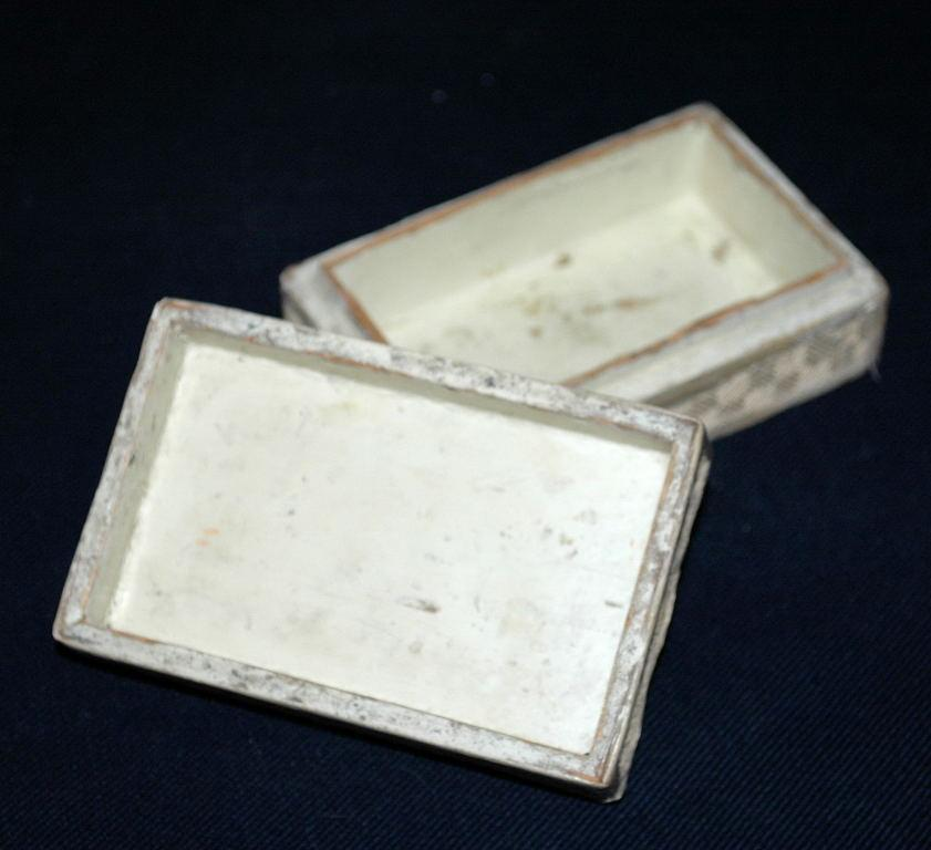 ANTIQUE & RARE CHINESE CINNABAR HAND CARVED WHITE LACQUER  BOX