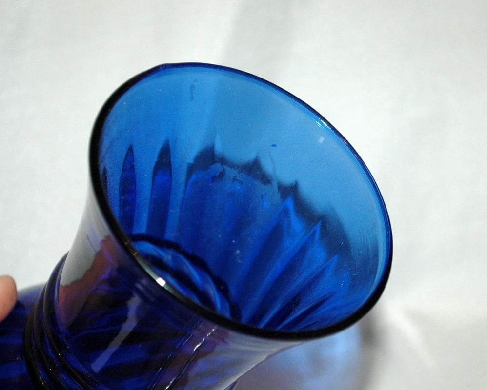 Vintage Indiana cobalt  blue  glass  flower vase