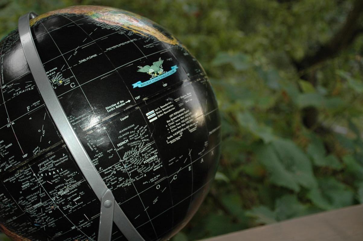 Replogle Starlight Globe 12-inch Black Oceans World Globe.
