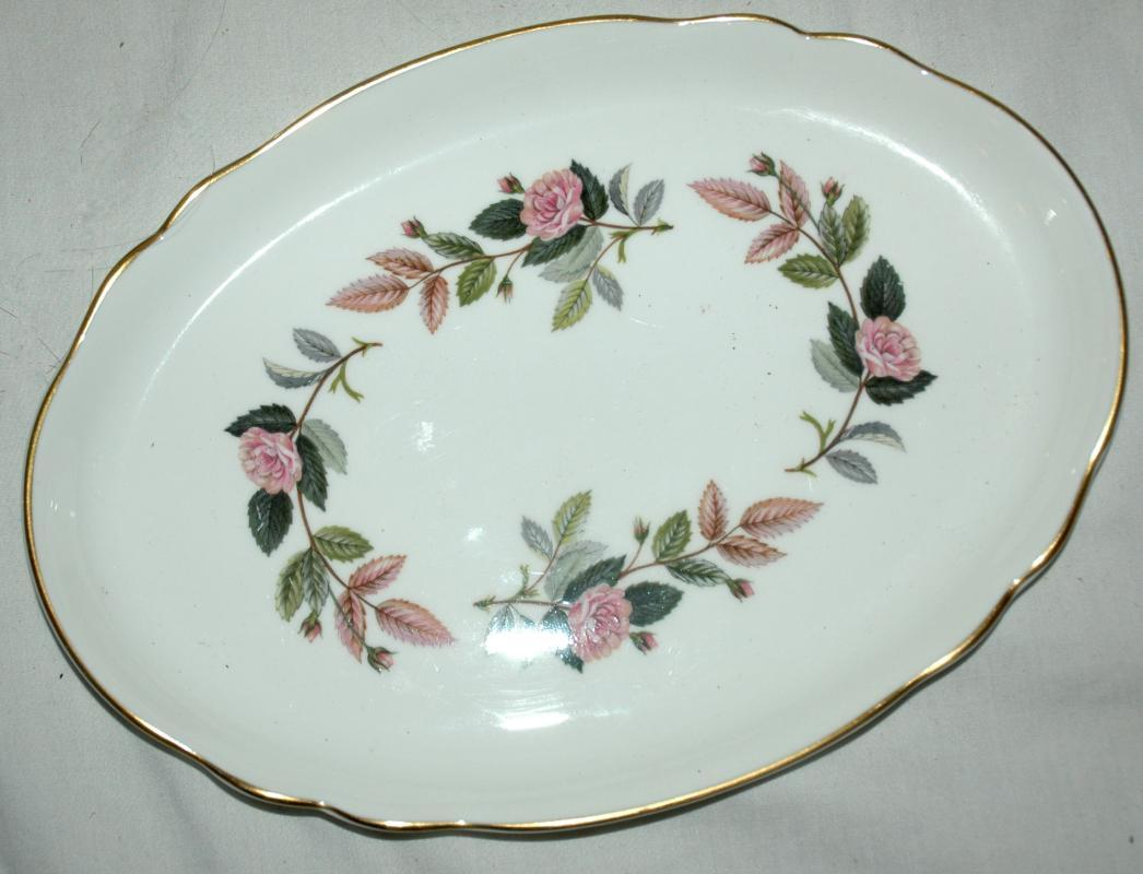 WEDGEWOOD HATHAWAY ROSE SMALL OVAL PLATE