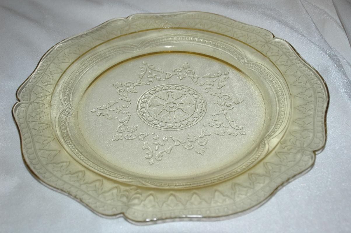 Depression Glass Yellow Plate Cake Dinner  Federal Glass Co. Patrician Spoke Pattern 11