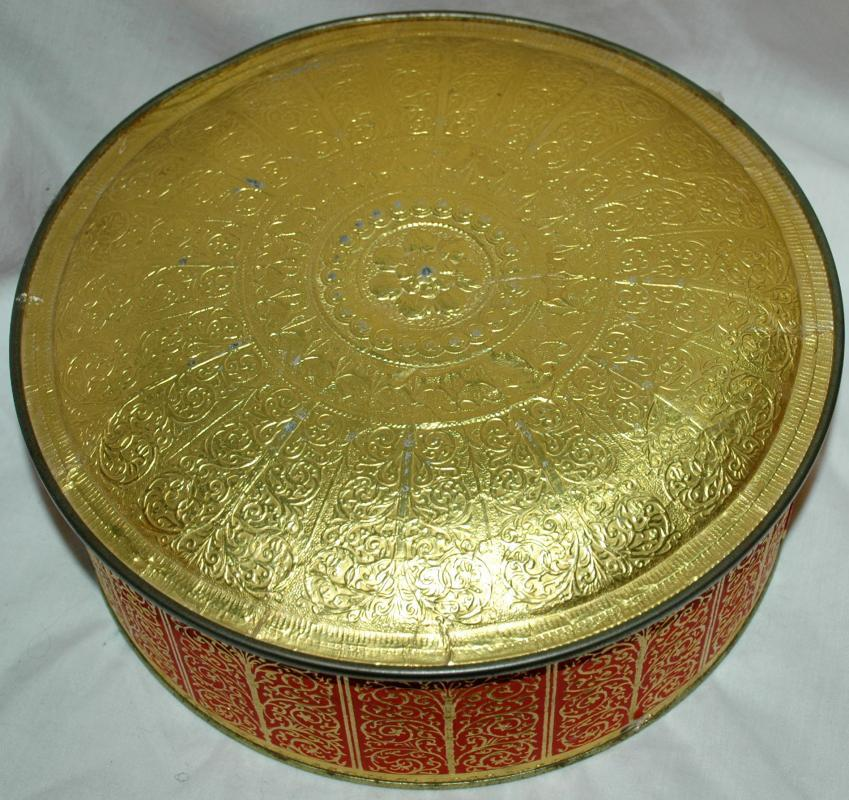 Vintage CONTAINER BY GUILDCRAFT NEW YORK USA Tin Red & Gold Relief  New York USA