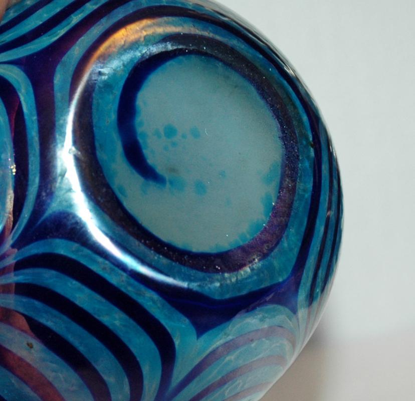 Iridescent Blue Pulled Feather Vase / Blown Glass Studio Art Glass
