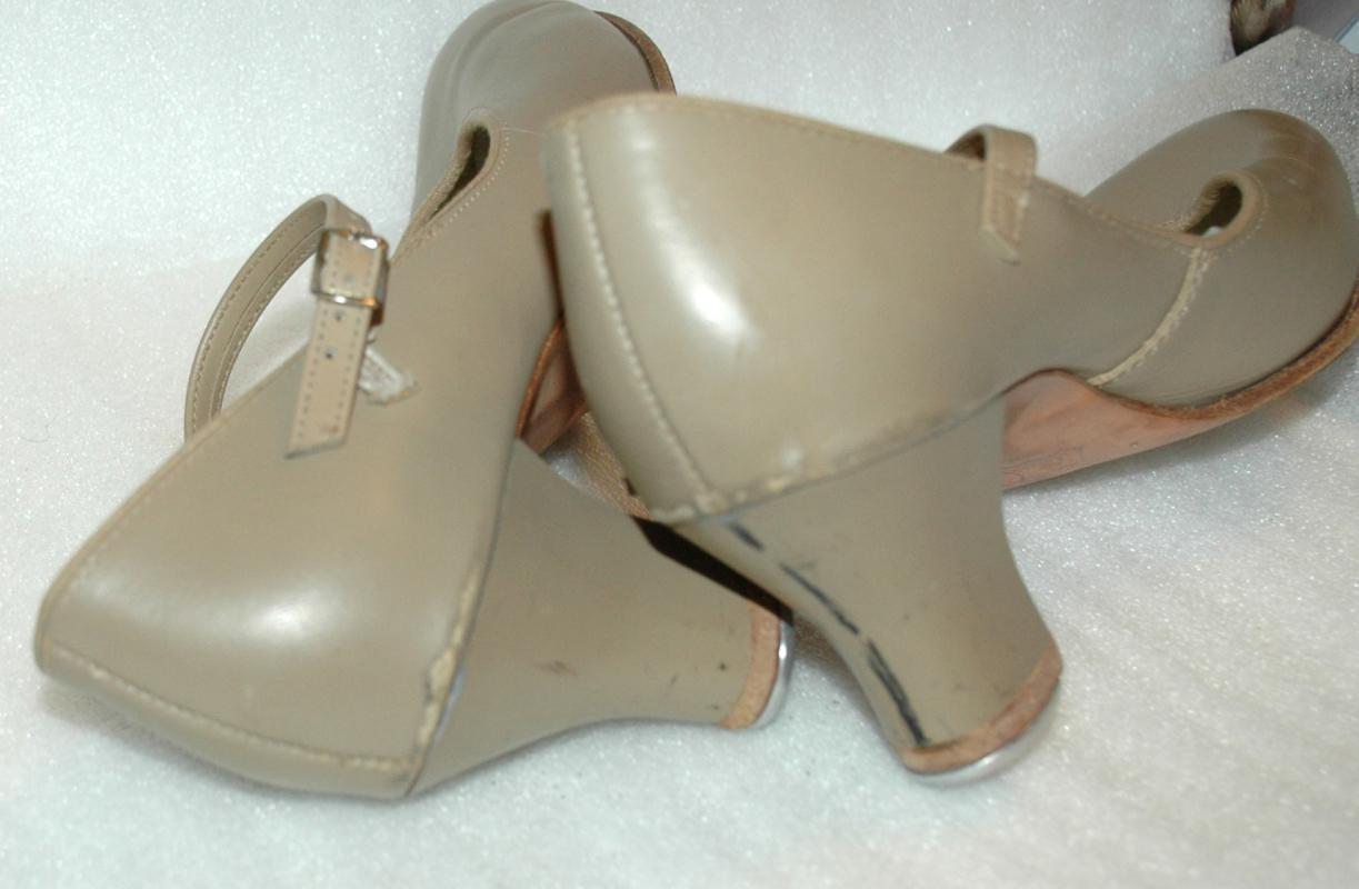 Vintage Women's Tap Dance Heals, Shoes Beige size 8 med