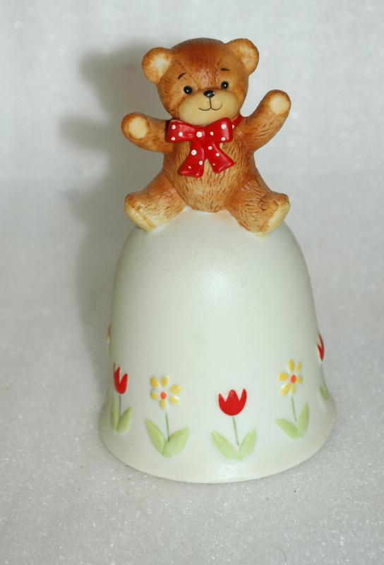 ENESCO LUCY & ME 1980 BISQUE PORCELAIN BEAR BELL TULIPS AND DAISIES