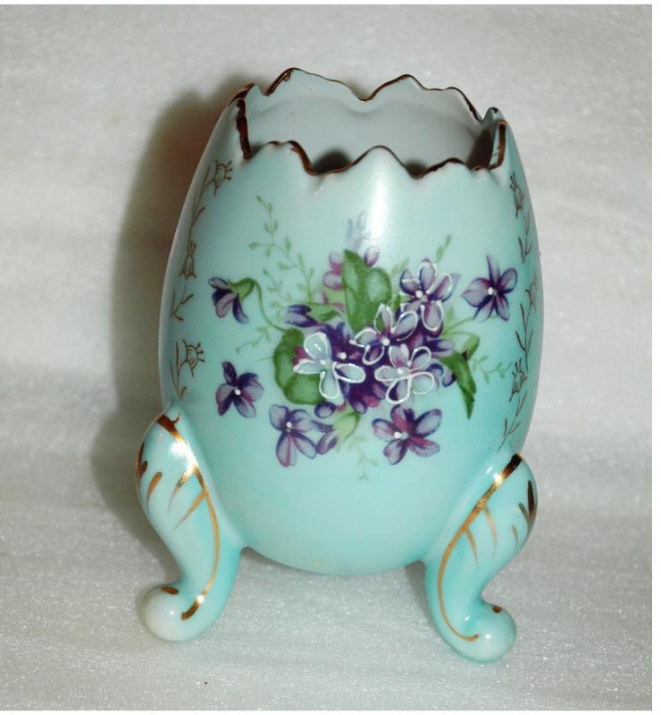 Japan Cracked Egg  Porcelian  Egg  Vase  Hand Painted with Moriage &  Flowers