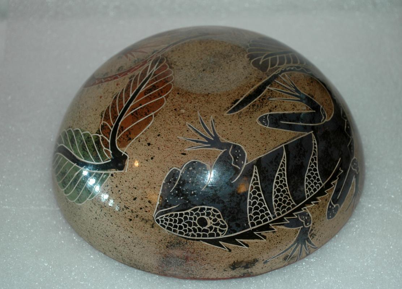 Nicaragua Hand Made & Painted Sgraffito Pottery Bowl Iguana Motif