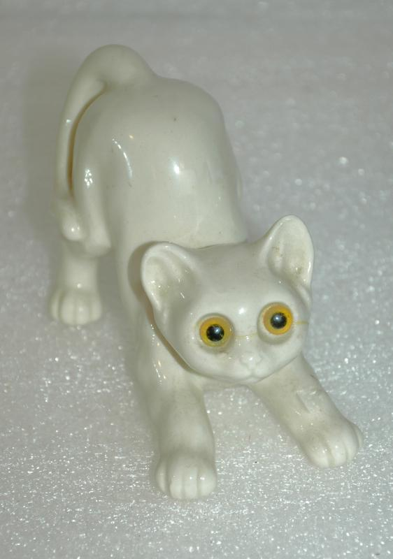 Quon-Quon  Japan Cat Ceramic Cat with Glass Eyes