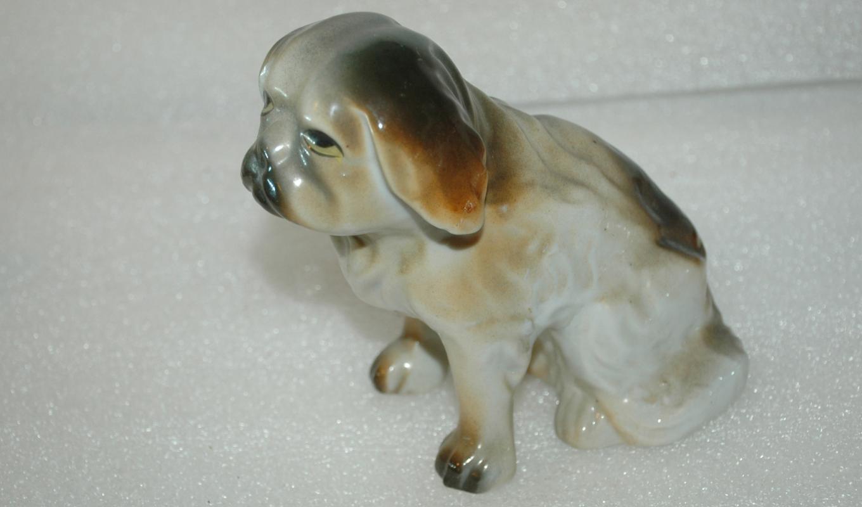VINTAGE PORCELAIN DOG  SCULPTURE FIGURE PEKINGESE OR OTHER 5.5