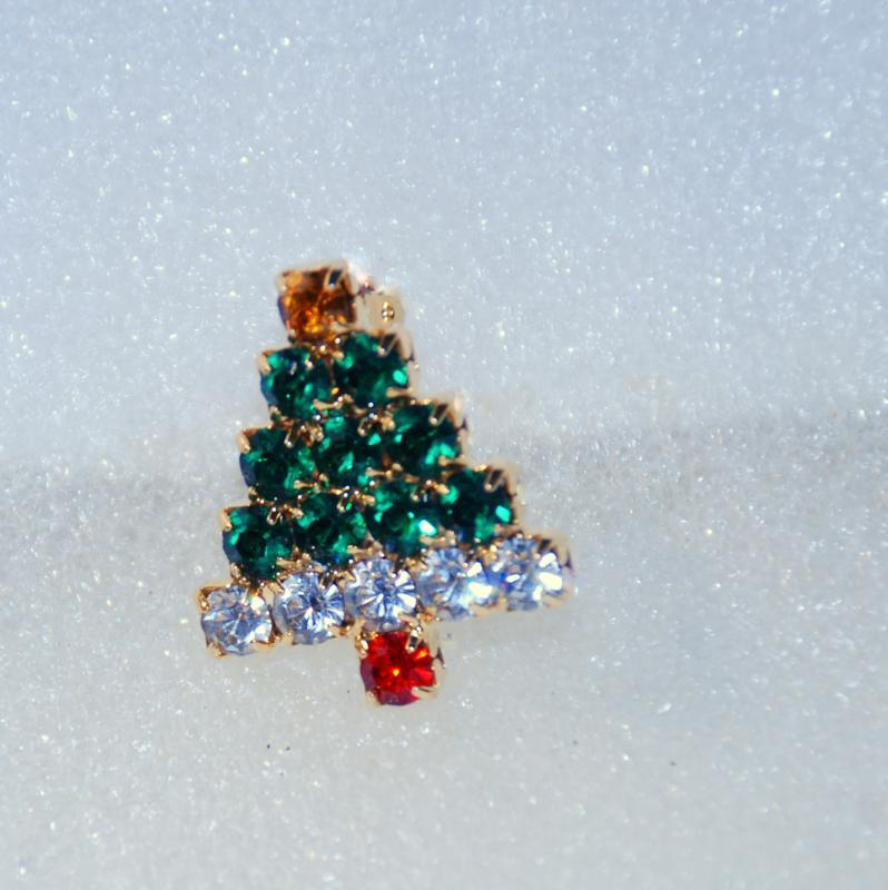 Small Christmas Tree Lapel Pin / Rhinestones