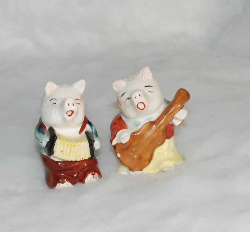Vintage Pigs Playing Guitar and Accordian Salt and Pepper Shakers
