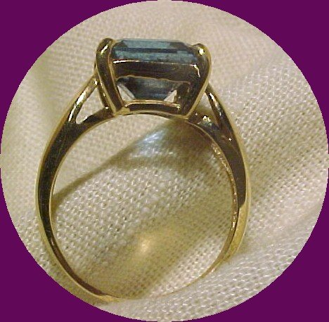 14K Gold Ring with Square Blue Topaz sz 5