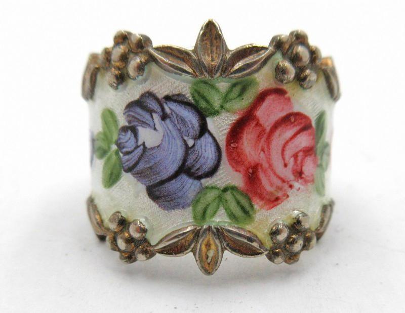 Roses in  Guilloche & Sterling Vermeil. Ring  ESPO Joseph Esposito