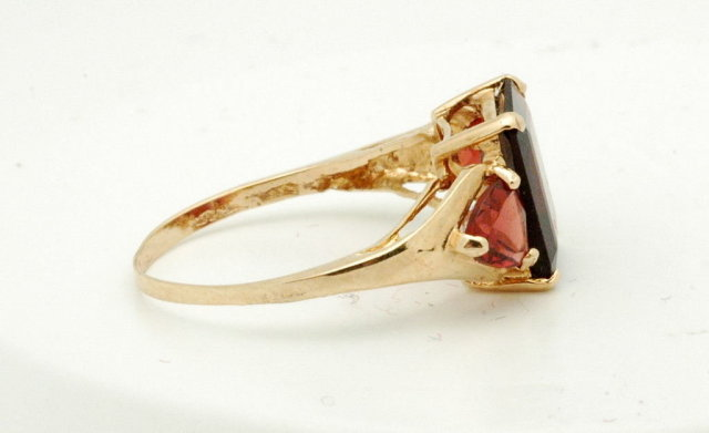 Yellow Gold Ring with 3 large Garnets