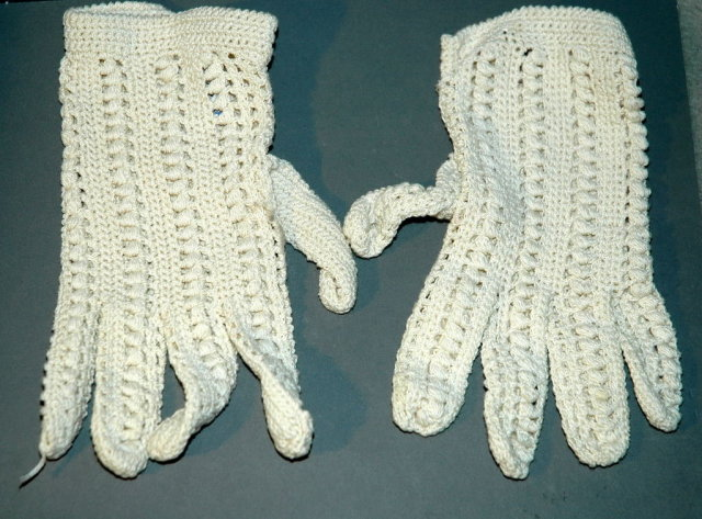 Vintage Italian Crocheted  Lace Gloves small
