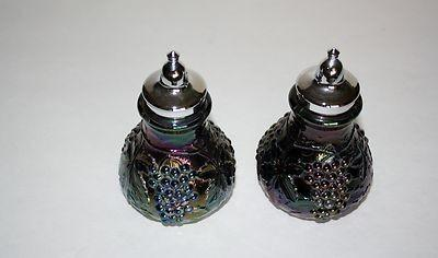 VINTAGE IMPERIAL AMETHYST CARNIVAL GLASS SALT & PEPPER SHAKERS GRAPES