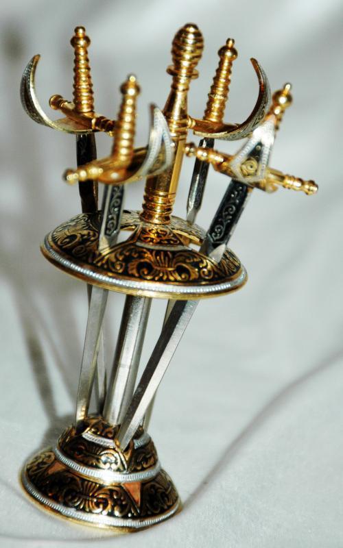 DAMASCENE  SPANISH SWORDS HORS D'OEUVRE COCKTAIL APPETIZER 4 SWORD PICK BAR SET