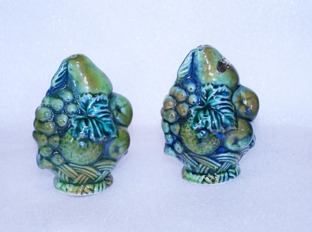 Vintage Inarco  Fruit Bowl Salt and Pepper Shakers  Green Blue