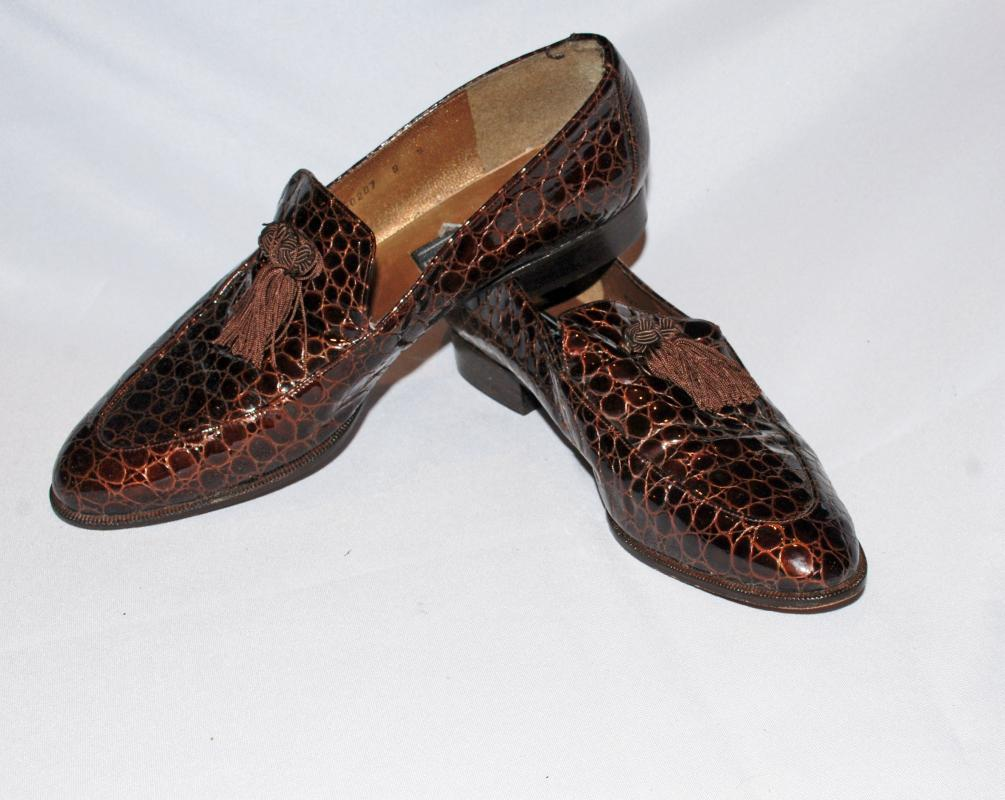 72cba4eace22c Stuart Weiztman 9 S Vintage Brown Moc Crocodile Loafers with Tassels
