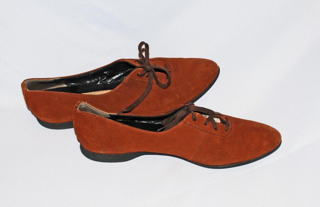 Town & Country Suede Shoes Lace Up with Low Heal, Flats Size 7.5 Narrow,  Vintage