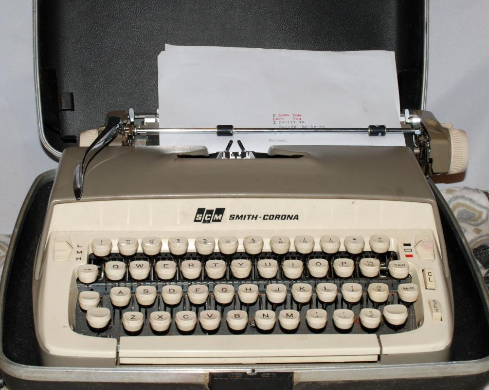 Vintage Manual Typewriter Portable Smith Corona Galaxie Tan with Case New Ribbon