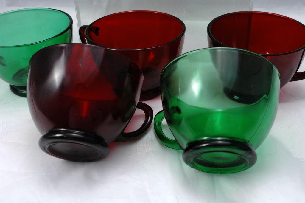 Anchor Hocking Royal Ruby Red and Forest Green Set of 8 Punch Cups  Glasses