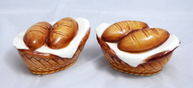 Basket of Bread Loaves Salt & Pepper Shakers