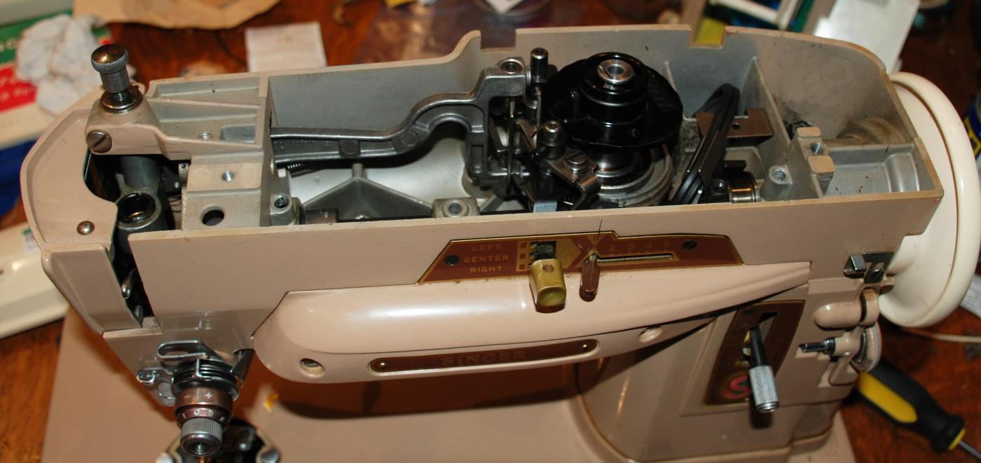 Singer 403A  Slant-o-matic  Zig Zag Sewing Machine & Case