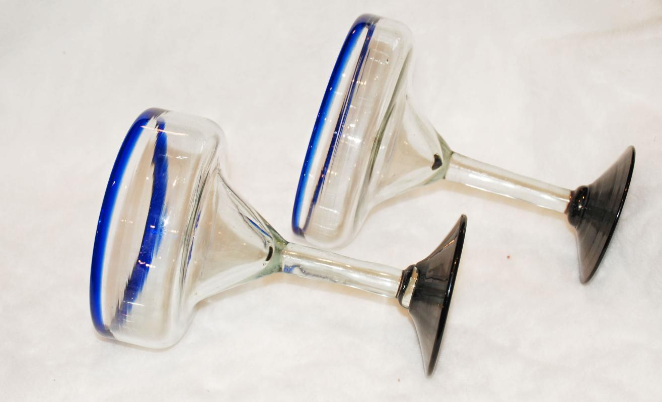 MEXICAN HAND BLOWN CLEAR WITH COLBALT BLUE TRIM MARGARITA COCKTAIL STEMMED GLASSES