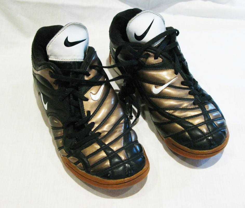 Nike Quilted Black & Metalllic Bronze, Gold Sneakers Shoes,   Side Tie Laces,  Youth size 4.5  model   #176067 013 00