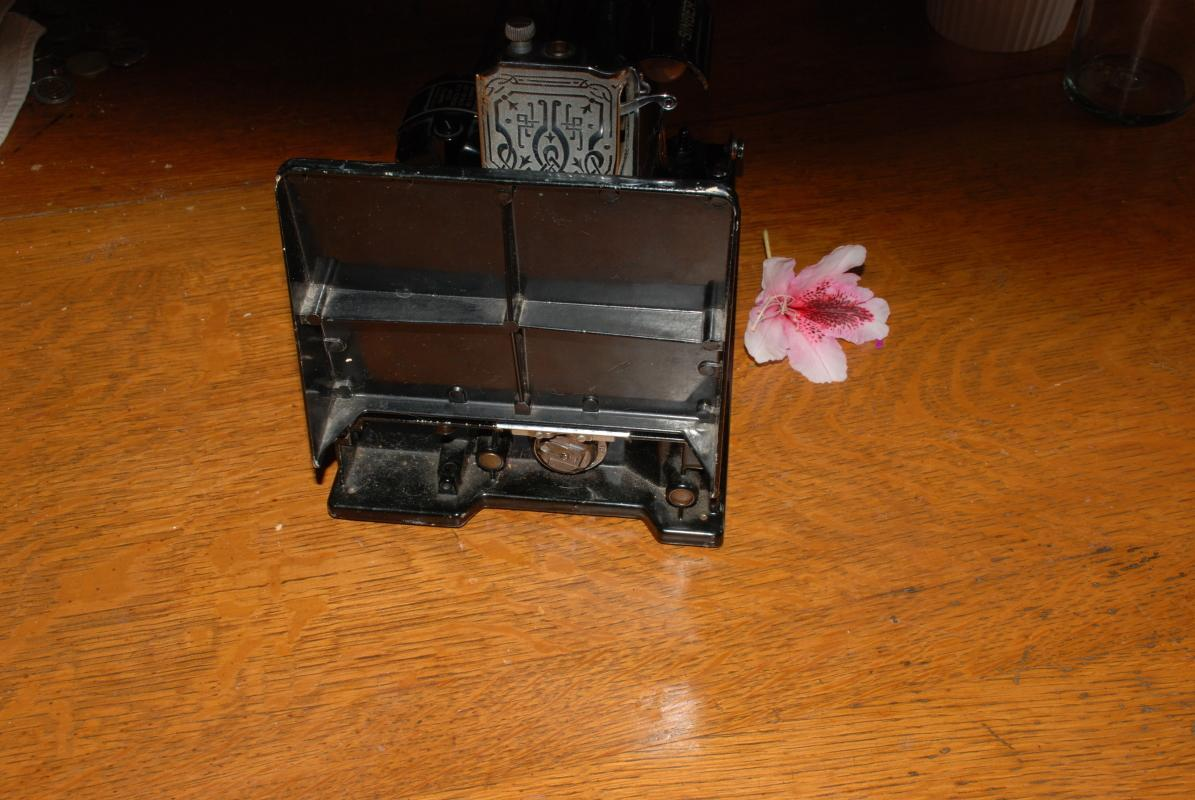 Singer 221 Featherweight Sewing Machine Vintage 1949 with some attachments