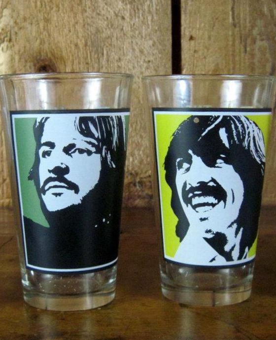 Set of 2 Beatles  Apple Corps Pint 16 oz Drinking Glasses Excellent