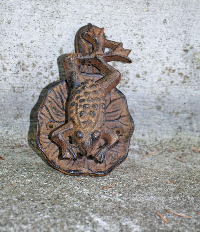 VINTAGE CAST IRON FROG TOAD ON A LILY PAD, DOOR KNOCKER
