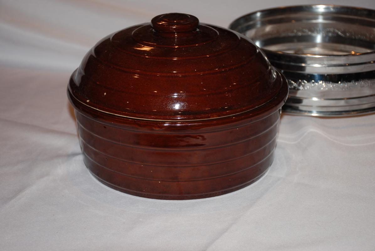 Covered Brown Glaze USA  Stoneware Pottery Baking Dish or Roaster with Lid and Chafing Stand