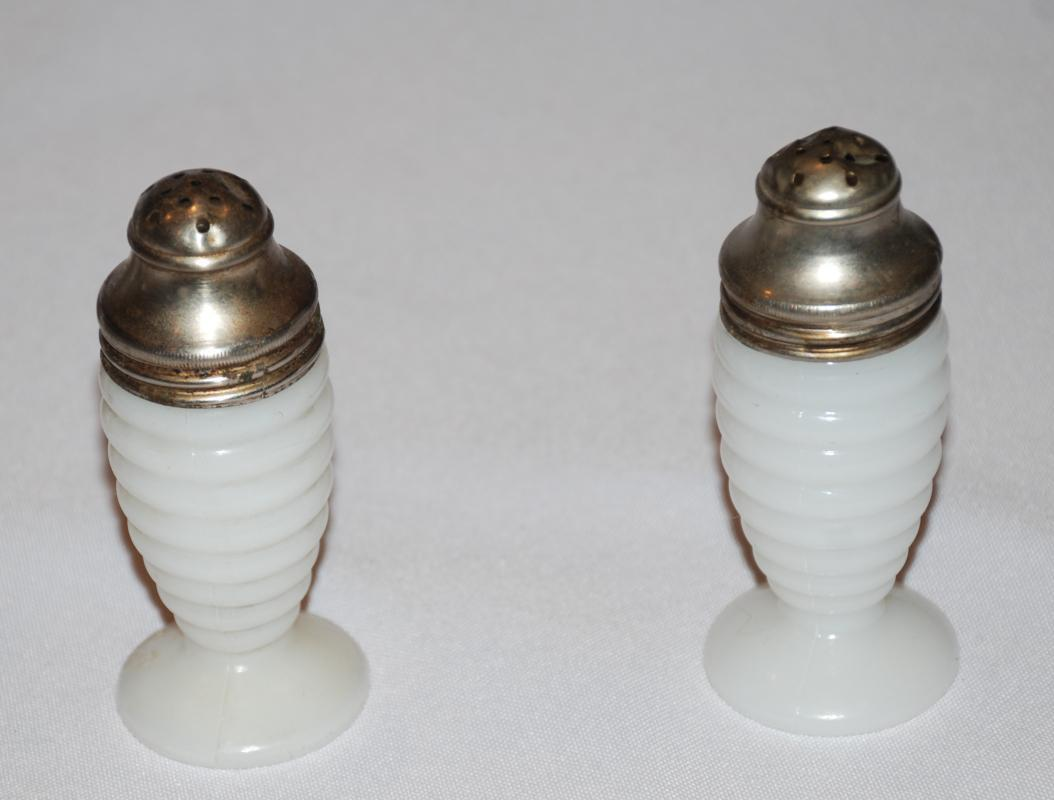 VINTAGE ANCHOR HOCKING MILK GLASS BEEHIVE RIBBED SALT AND PEPPER SHAKERS