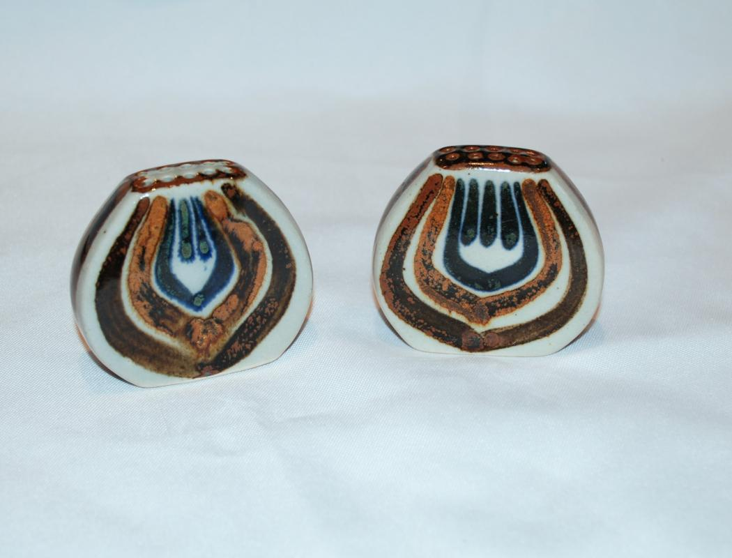 El Palomar Salt and Pepper Shakers Made in Mexico Vintage   Stoneware  Pottery
