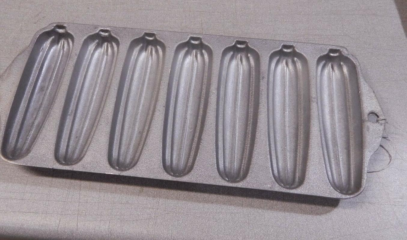 Vintage Wearever Cast Aluminum Corn Bread Stick Baking Pan Clean