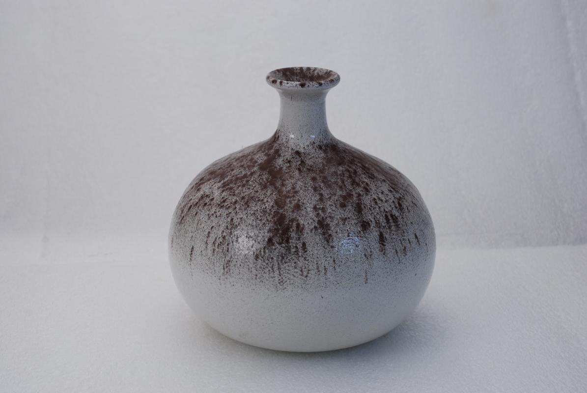 VINTAGE STUDIO BULBOUS LARGE WEED POT VASE GRAY WITH PLUM  SPECKLES