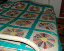 DRESDEN PLATE QUILT  Hand made vintage 106