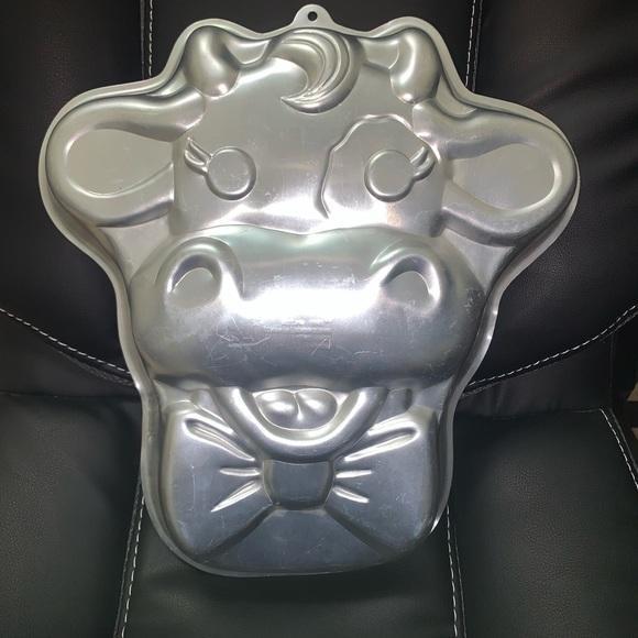 Wilton 1988 CUDDLES THE COW Farm Animal Party Cake Pan Mold