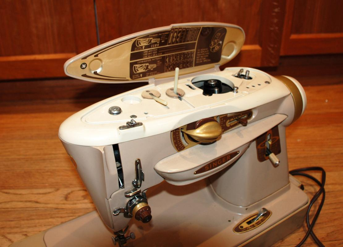 Singer Sewing Machine 500A Rocketeer . Comes with carrying case,  manual, and attachments in a case.