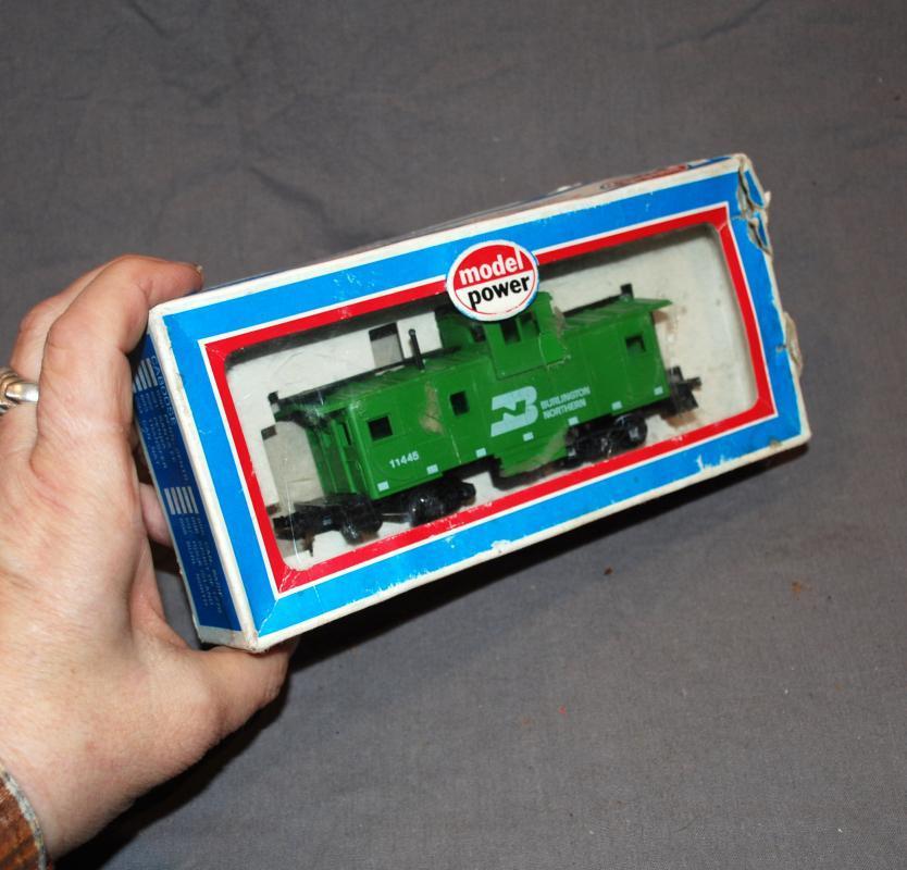 Model Power  Burlington Northern Caboose Ho Train Car  Made in Austria  NIB