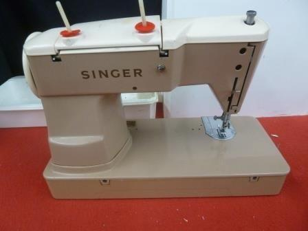 Vintage Singer Sewing Machine Slant 401A Zig Zag and other decorative Stitches with accessories and Case